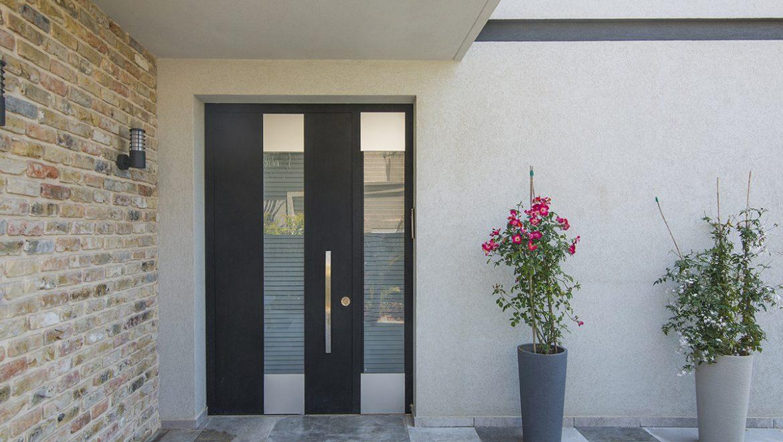 סגנון מודרני, יפני או אבסטרקטי: כך תבחרו דלת כניסה מעוצבת לבית