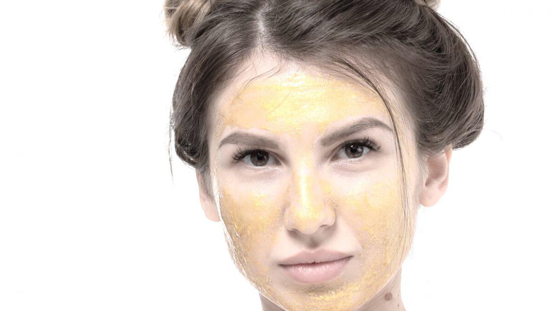 טיפול פנים זוהר בבית: בדקנו את ערכת הזהב של לאורקס